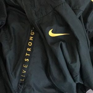 Nike livestrong  live strong